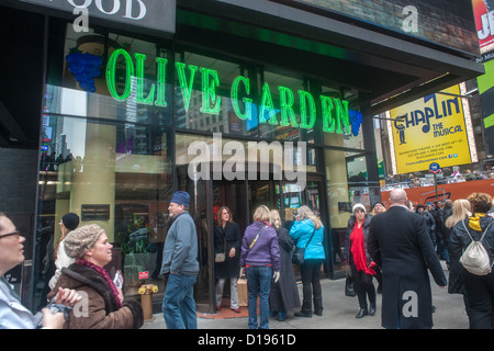 Olive garden restaurants stock photos olive garden restaurants stock images alamy Olive garden italian restaurant new york ny