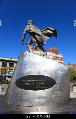 Adam Clayton Powell Jr. statue, 125th Street, Harlem, Manhattan, New York City, USA - Stock Image