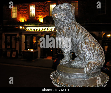 Greyfriars Bobby dog statue outside the pub of the same name Edinburgh Scotland UK at night - Stock Image