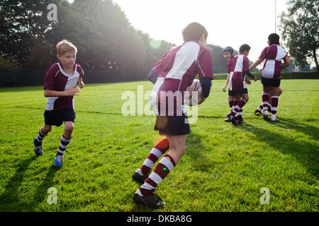 Teenage schoolboy rugby team in practice - Stock Image