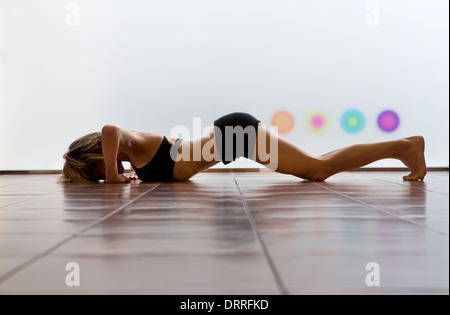 woman pelvic floor exercise stock photos woman pelvic floor exercise stock images alamy. Black Bedroom Furniture Sets. Home Design Ideas