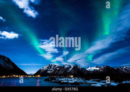 Northern Lights or Aurora Borealis, on the coast of Gimsøy, Gimsøya, Lofoten, Norway - Stock-Bilder