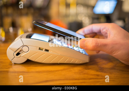 Male hand smartphone wallet payment shop - Stock-Bilder