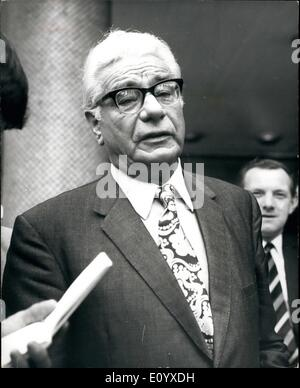 Sep. 20, 1971 - September 20th 1971 London National Newspapers shut down. Vic Feathers calls for meeting with all - Stock Image