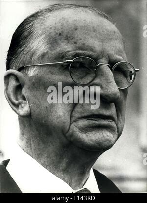 essay on eamon de valera Eamon de valera, although born in new york city, in the united states of america, devoted his life to help the people of ireland as he once said it, if i.