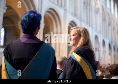 Ely, Cambridgeshire, UK. 31st May, 2014. New Open University graduates attend degree ceremony at Ely Cathedral in - Stock-Bilder