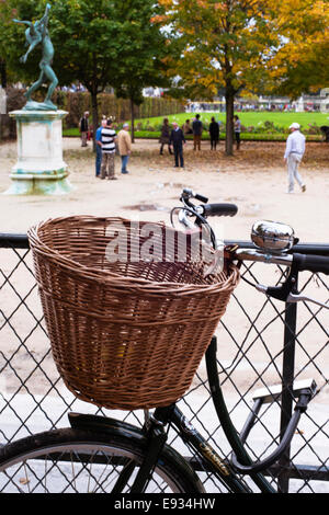 1st arrondissement stock photos 1st arrondissement stock for Jardin wicker