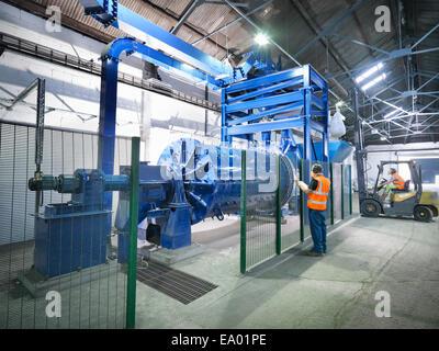 Workers in metal ore grinding mill - Stock-Bilder