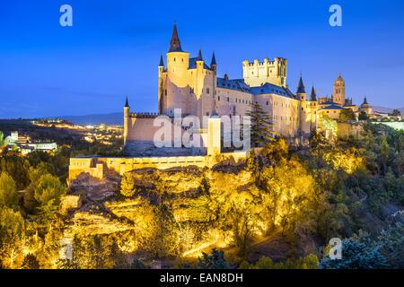 Segovia, Spain town skyline with the Alcazar at night. - Stock-Bilder