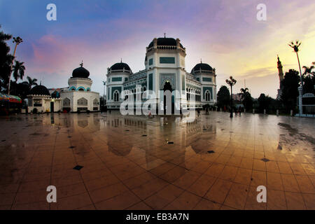 View of mosque in town square - Stock-Bilder
