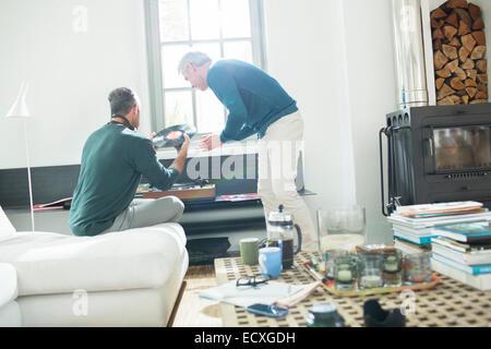 Gay couple listening to vinyl records - Stock-Bilder
