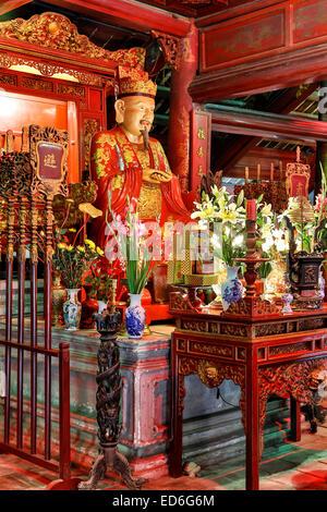 Statue of Confucius, Dai Tanh Sanctuary, Temple of Literature, Hanoi, Vietnam - Stock Image