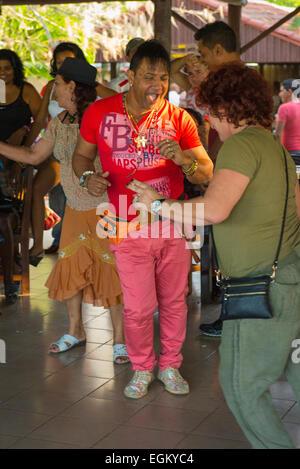 Cuba Cienfuegos Centro Cultural el Cubanisimo Centre Center Nocturno Artex Nightclub night club man in pink red - Stock Image