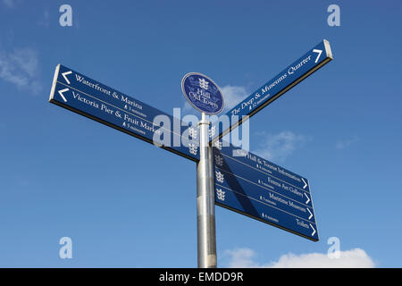 Hull Old Town street sign for local tourist attractions - Stock-Bilder