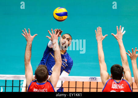 Rio De Janeiro, Brazil. 19th July, 2015. France's Ngapeth Earvin (back) slams during the final match between - Stock-Bilder