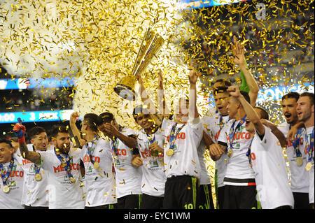 Philadelphia, Pennsylvania, USA. 26th July, 2015. Team Mexico celebrates their CONCACAF GOLD CUP 2015 win over team - Stock-Bilder