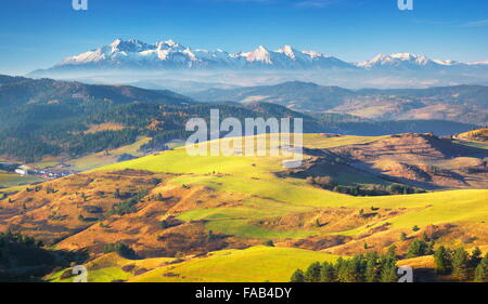Pieniny Mountains - In the distance you can see Tatra Mountains, Poland - Stock Image