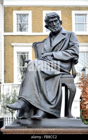 London, England, UK. Statue: Thomas Carlyle (writer / historian: 1795-1881) on the Chelsea Embankment, by Sir Joseph - Stock-Bilder