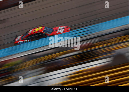 Avondale, AZ, USA. 12th Mar, 2016.  Darrell Wallace Jr (6) battles for position during the Axalta 200 at the Phoenix - Stock-Bilder