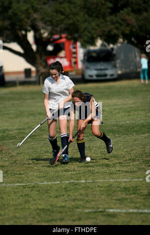 how to play hockey on grass