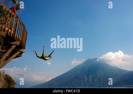 San Marcos La Laguna, Atitlán lake jump: Cerro Tzankujil Trampolin and Miradores. People taken pictures and - Stock-Bilder