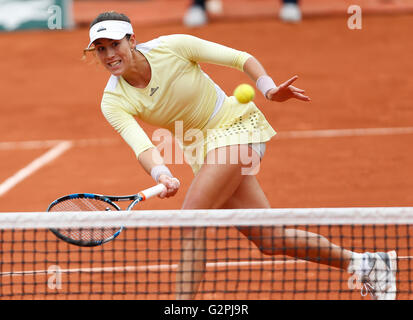 Paris, France. 1st June, 2016. Garbine Muguruza of Spain hits a return to Shelby Rogers of the United States during - Stock Image