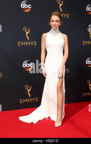 Los Angeles, CA, USA. 18th Sep, 2016. Holly Taylor at arrivals for The 68th Annual Primetime Emmy Awards 2016 - - Stock-Bilder