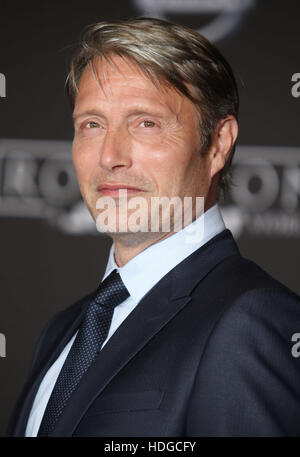 Hollywood, CA, USA. 10th Dec, 2016. 10 December 2016 - Hollywood, California - Mads Mikkelsen. ''Rogue One: - Stock-Bilder