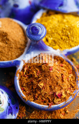 Ras el hanout and curry powders - Stock Image