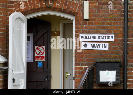 Way In sign by polling station door - Stock Image