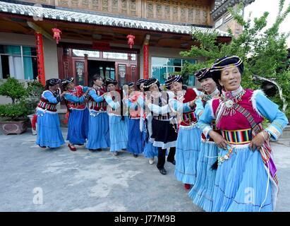 (170524) -- LANPING, May 24, 2017 (Xinhua) -- Women dance in Xiagaoping Village of Lanping Bai and Pumi Autonomous - Stock Image
