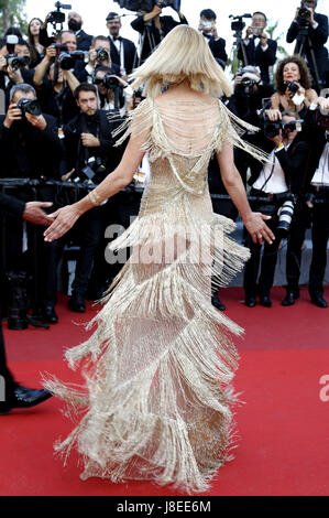 Cannes, Frankreich. 28th May, 2017. Uma Thurman attending the closing-night of the 70th Cannes Film Festival at - Stock Image