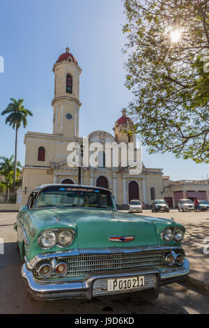 Classic 1958 Chevrolet Bel Air taxi, locally called an almendrone in the town of Cienfuegos, Cuba, West Indies, - Stock-Bilder