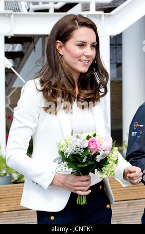 London, UK. 16th June, 2017. Princess Kate, The Duchess of Cambridge at the Docklands Sailing and Watersports Centre - Stock-Bilder
