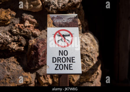 Grand Canyon, United States: No Drone Zone Sign Warns Hikers not to use the flying equipment - Stock Image