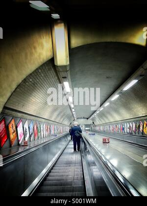 Commuter going down the stairs at Kentish Town Underground Station - Stock-Bilder