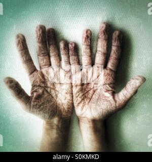 A pair of wrinkly hands - Stock Image