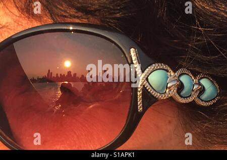 Reflection of Chicago skyline in sunglasses - Stock-Bilder
