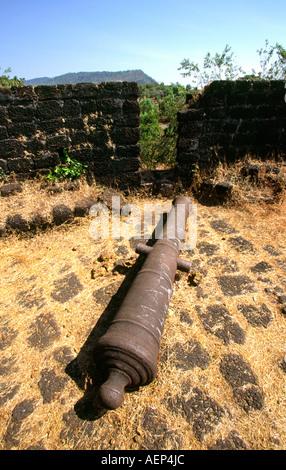 India Goa Cabo de Rama fort abandoned Portuguese cannon - Stock Image