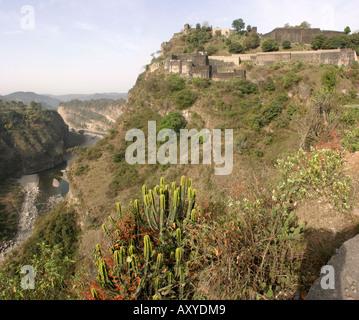 India Himachal Pradesh Kangra fort above the river - Stock Image