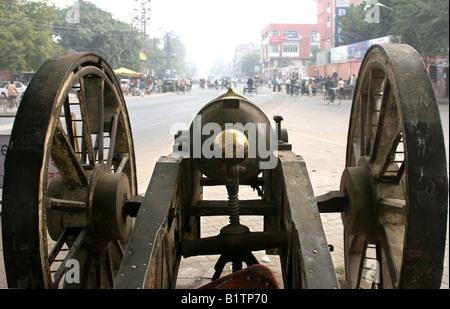 Bronze muzzle loading cannon in Jaipur, Rajasthan, India, 2007 - Stock Image