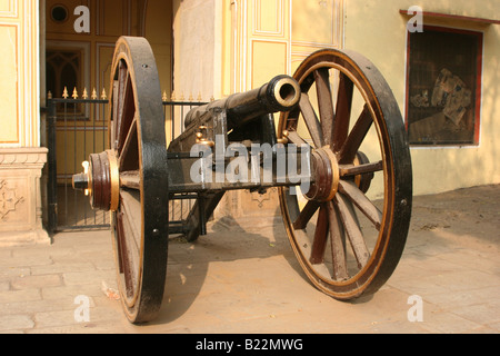 Decorated iron cannon in Jaipur Rajasthan India 2007 - Stock Image