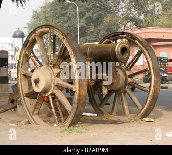 Bronze cannon at MI Road Jaipur Rajasthan India 2007 - Stock Image