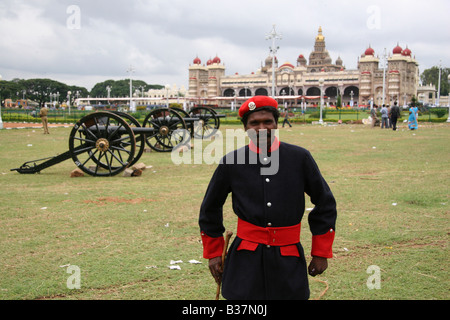 A member of the Karnataka State Forestry Service stands close to the guns used at the start of the Dasara celebrations - Stock Image
