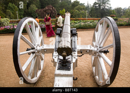 A gun is displayed in the Botanical Garden of the Indian hillstation of Ooty. - Stock Image