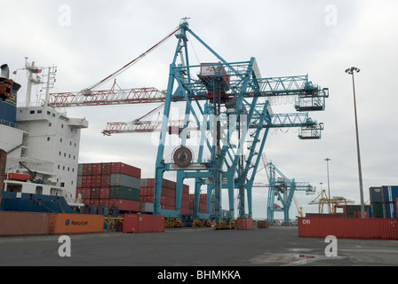 Post panamax crane specification
