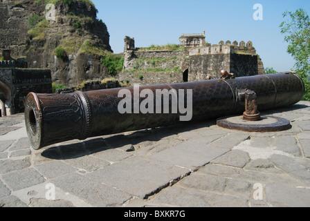 Kila Shikan canon with ram's head, Daulatabad Fort, Aurangabad, Maharashtra, India. The length of the cannon is - Stock Image