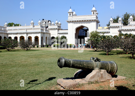 Landscape view towards the entrance gate of the Chowmahalla Palace Hyderabad India showing a cannon in foreground - Stock Image