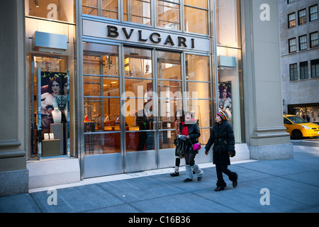 Jewelers stock photos jewelers stock images alamy for Jewelry stores in new york ny