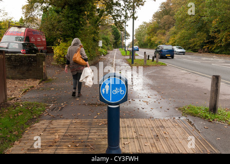 pedestrian-cycle-way-dividing-sign-on-sh